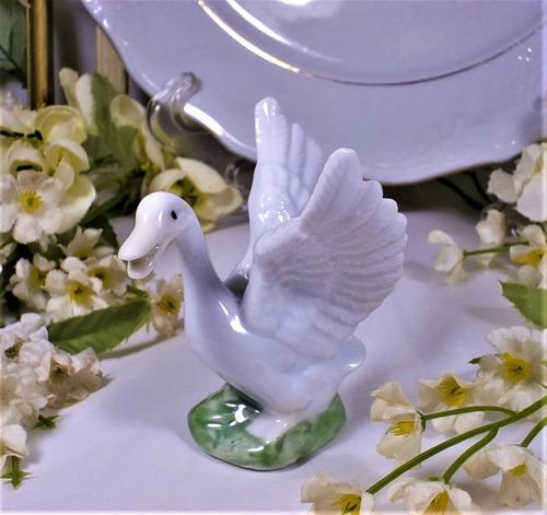 Antigua Figura Porcelana  Ganso En Miniatura