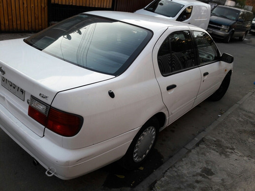 Nissan Primera 1999 Foto 4