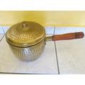 Antigua Y Fina Olla De Bronce Repujado Mango Madera